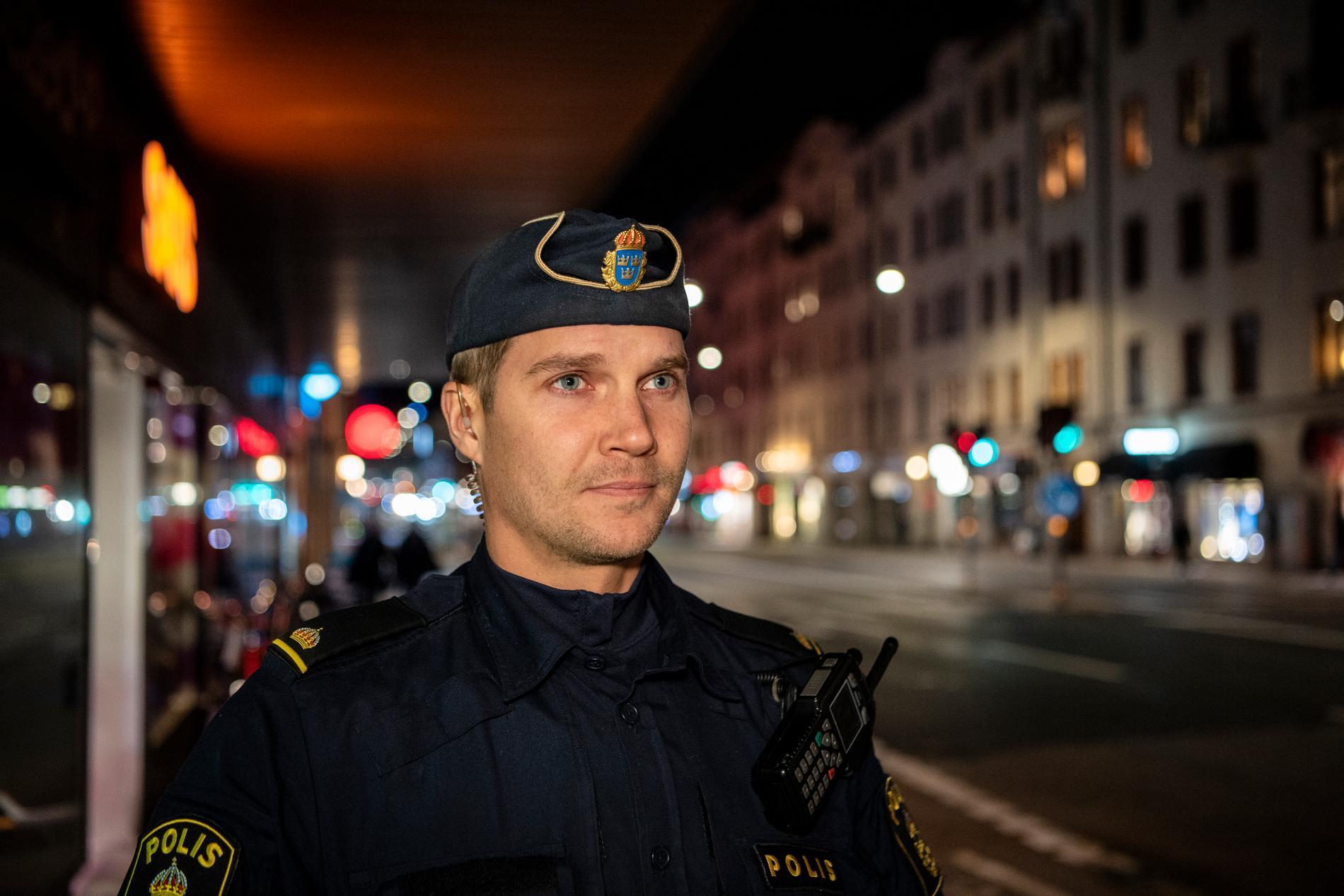 Ted Eriksson på Norrmalmspolisen under en tidigare insats.
