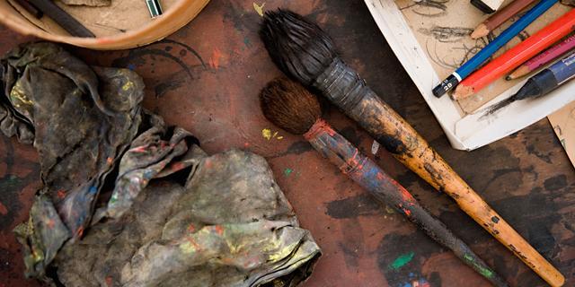 Joan Mirós egna penslar finns inte på Måleriyrkets museum, men väl annat färgstarkt.