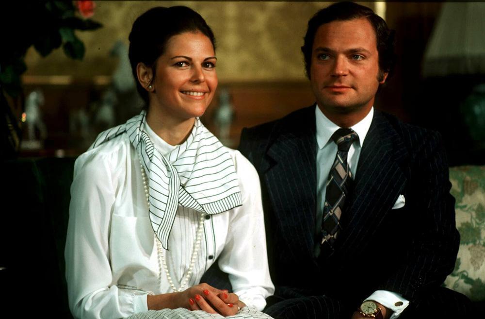 Kungen och Silvia mötte 1976 pressen i prinsessan Sibyllas våning på Kungliga slottet. Silvia överraskade reportrarna genom att prata lite svenska.