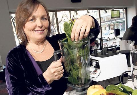 Victoria Boutenkos hälsa fick en skjuts med hjälp av bladgrönt. För att få bort den beska smaken mixar hon det gröna med frukt till en smoothie.