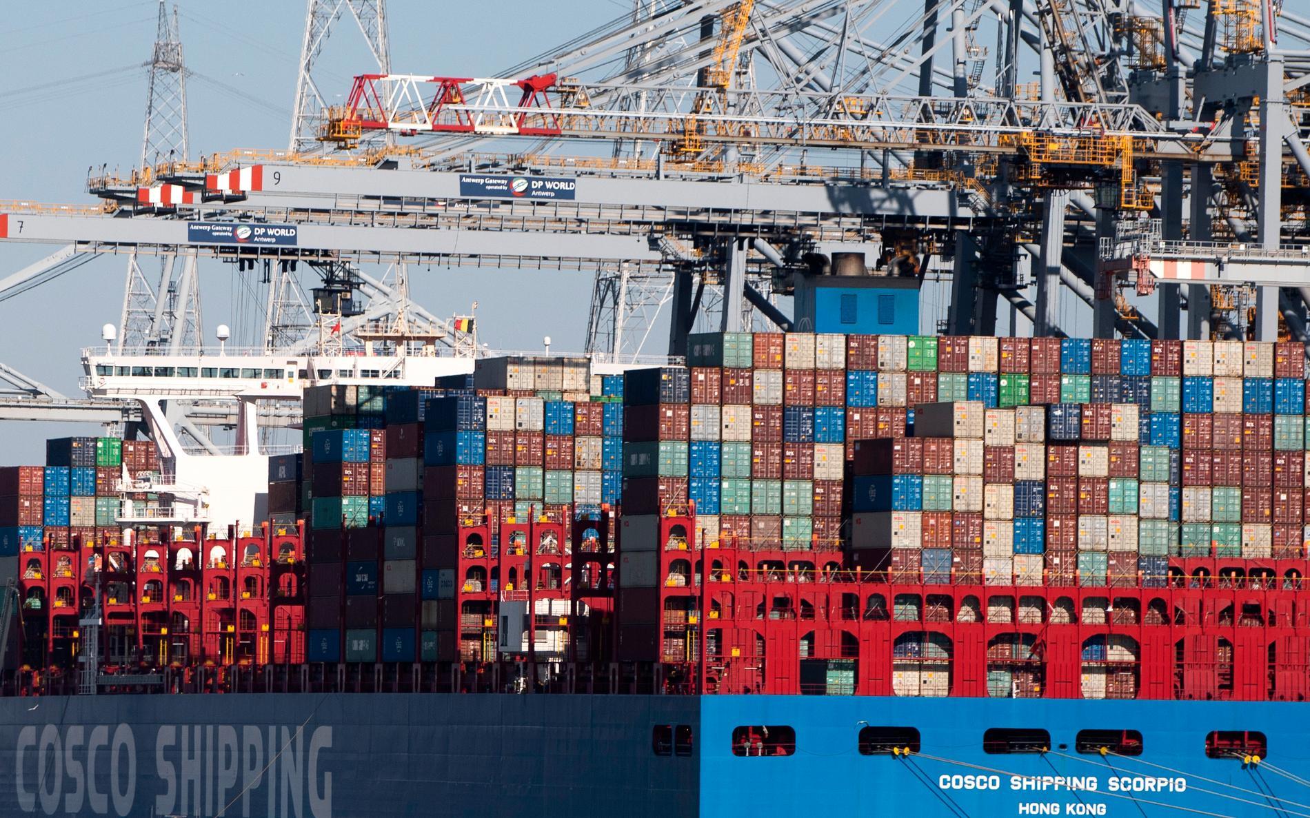 Containerfartyg i Antwerpen i Belgien. Fartygsbesättningar kommer nu erbjudas vaccinering. Arkivbild