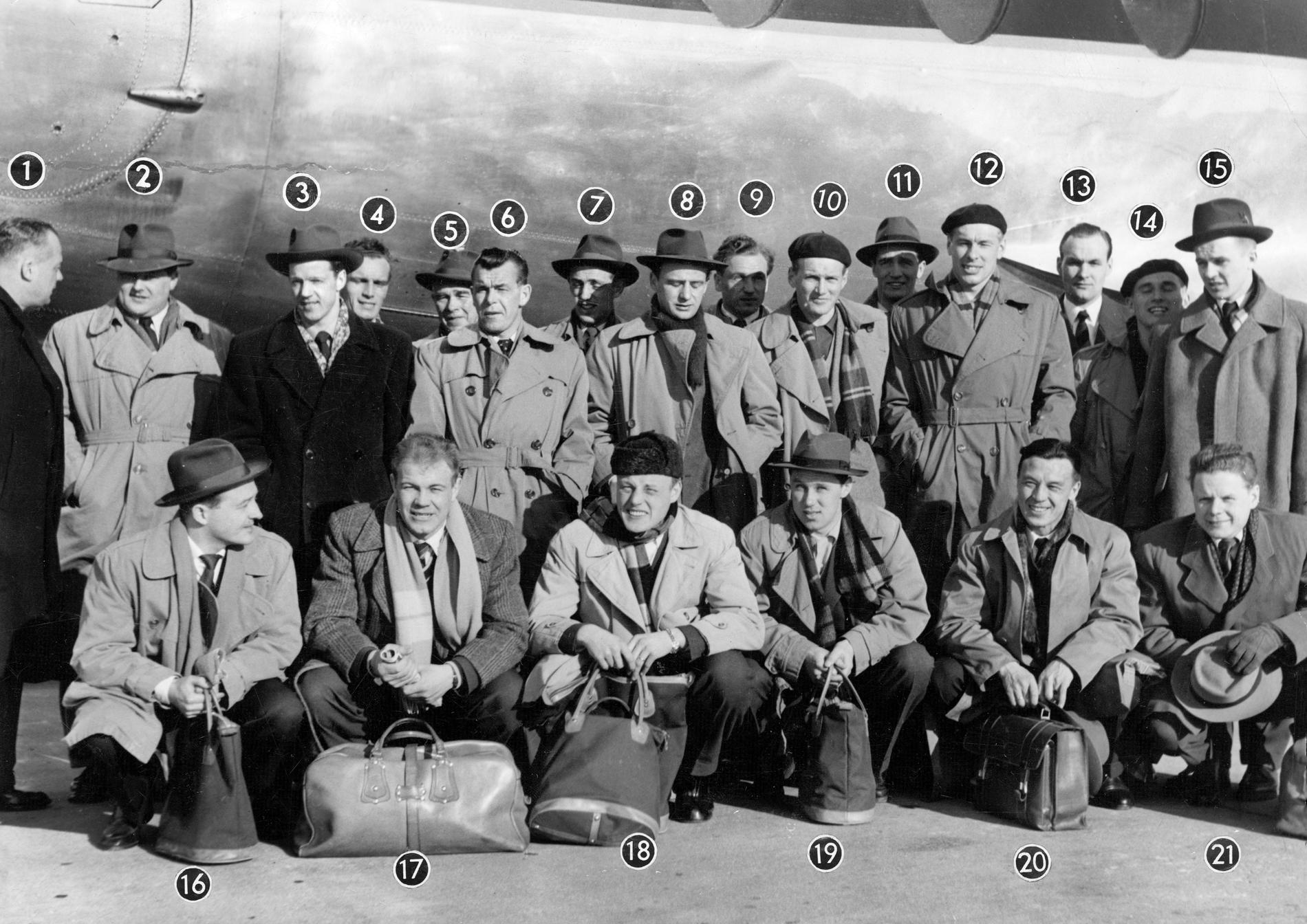 Frank Soo (näst längst till höger på nedre raden) med svenska landslaget 1955.