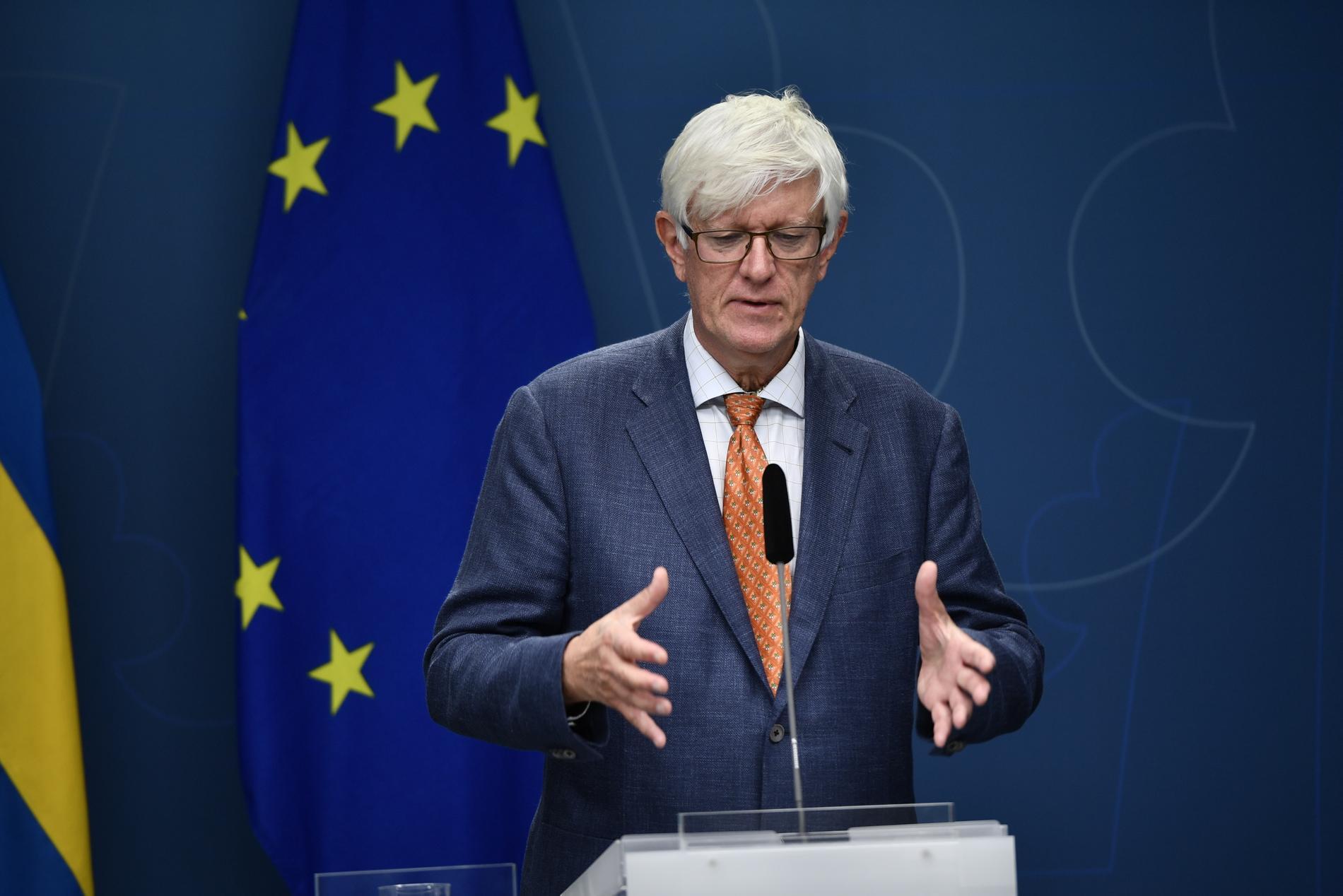 Folkhälsomyndighetens generaldirektör Johan Carlson på en pressträff tillsammans med regeringen.