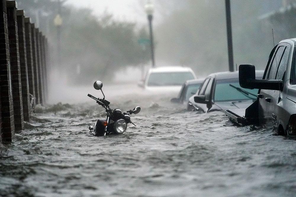 Översvämmad gata i Pensacola, Florida, i stormen Sallys framfart.