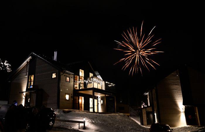 I Åre syns fyverkerier bäst vid Tott Hotell.