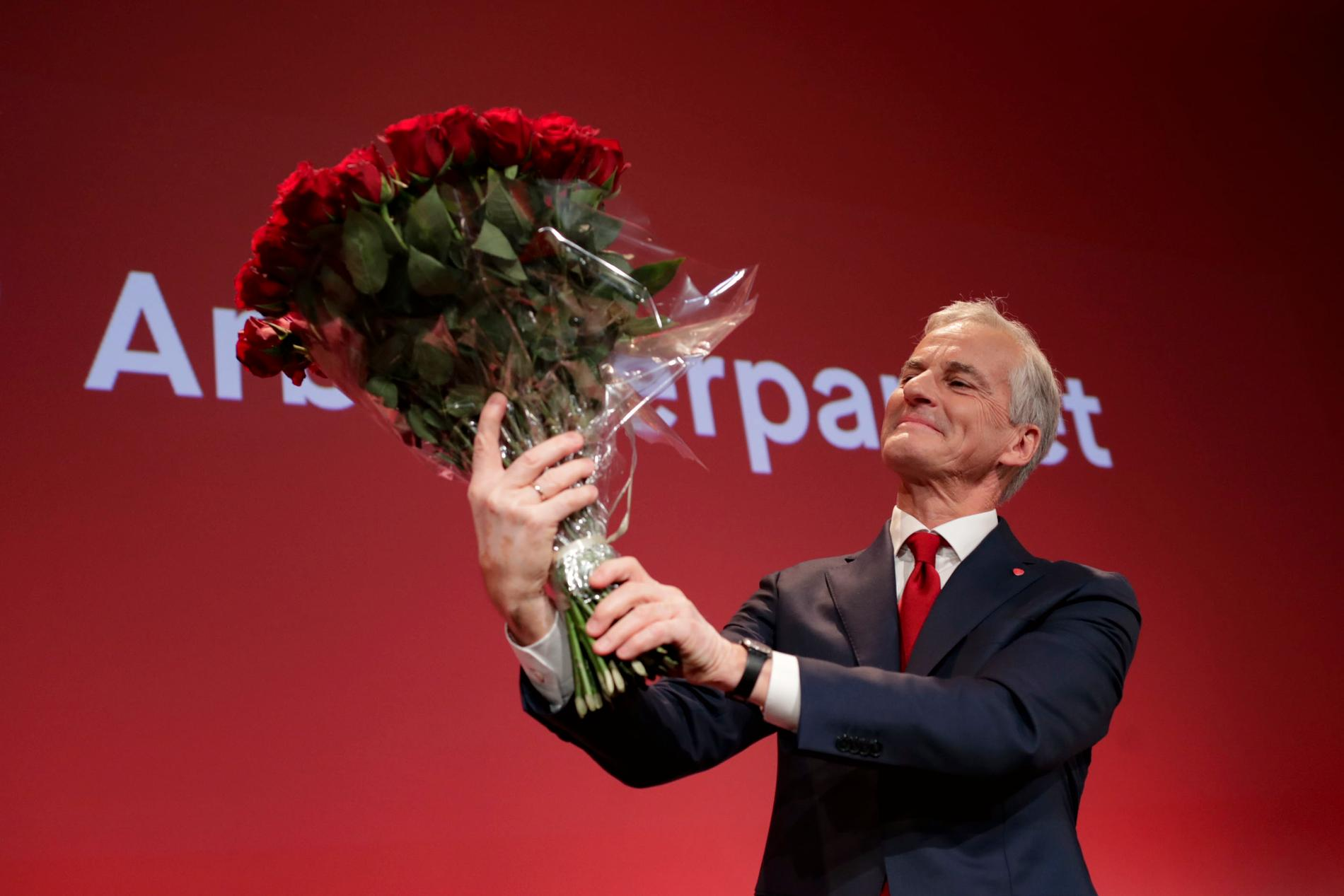 Støres Arbeiderpartiet får tillsammans med Senterpartiet och Sosialistisk Venstre 89 av Stortingets 169 mandat.