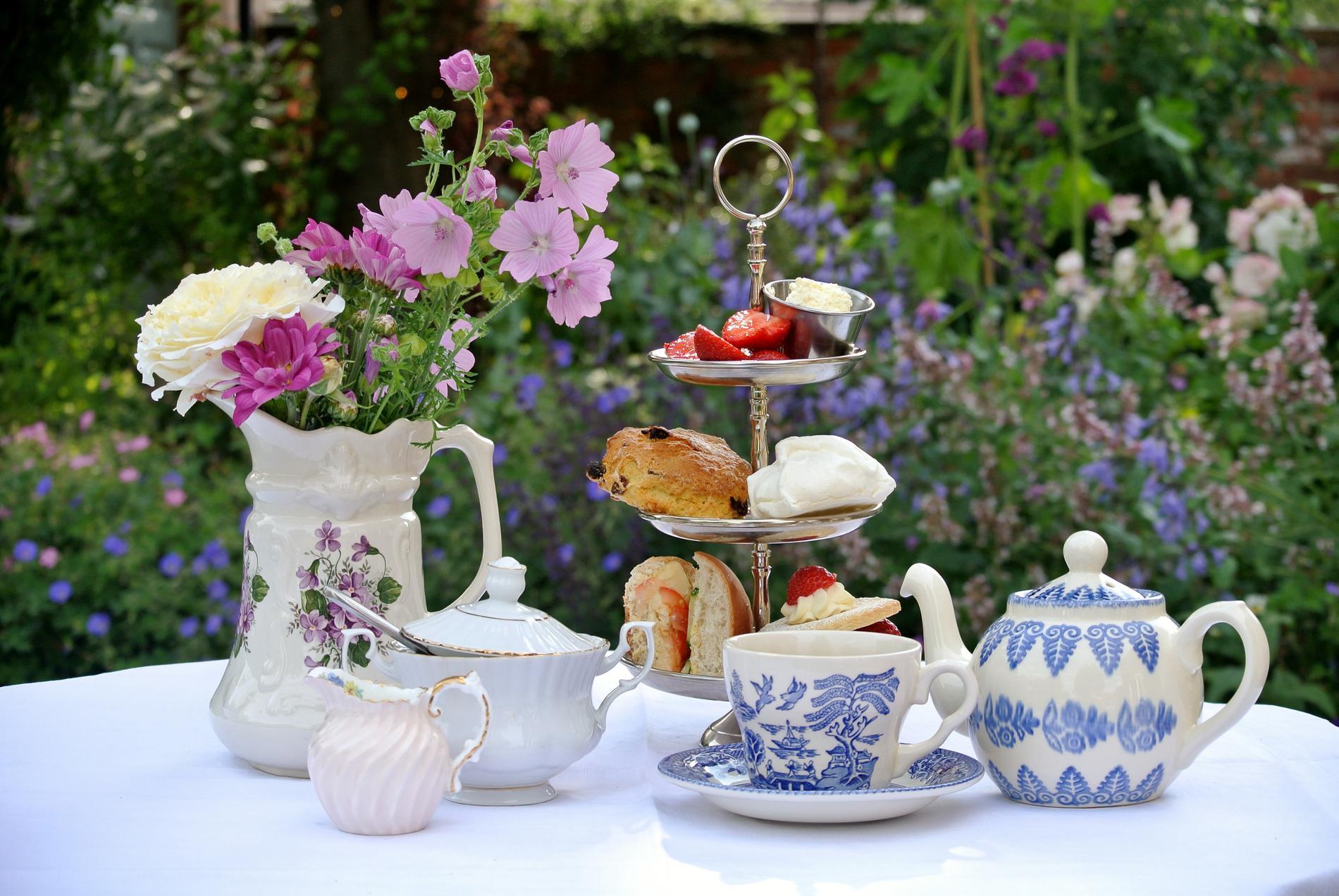 Njut av ett brittiskt afternoon tea.