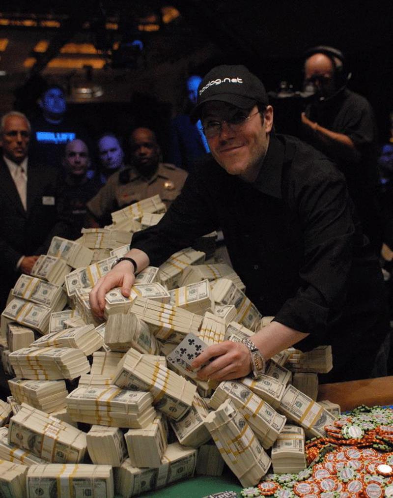 Jamie Gold vann 12 miljoner dollar i VM 2006. Men har svårt att hitta en sponsor. Nu tar han hjälp av en agentur, som tar hand om allt vid sidan om spelet.
