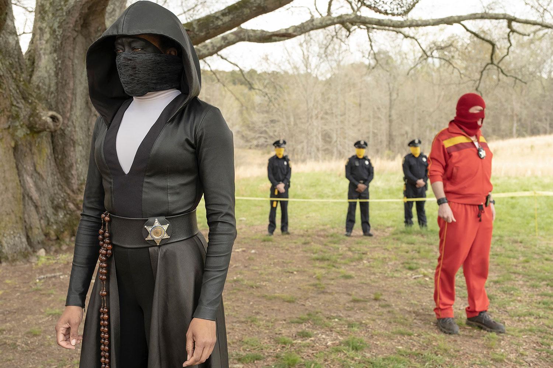 """tas på blodigt allvar """"Watchmen"""" drar paralleller till verkligheten, men det är ändå en saga."""