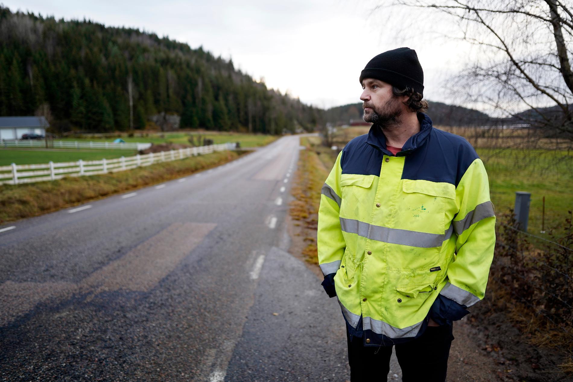 – Det är som hemskt det som hänt, säger Joakim Josefsson. Han bor vid Kolbengtserödsjön där polisen sökt med drönare längs med strandkanten.