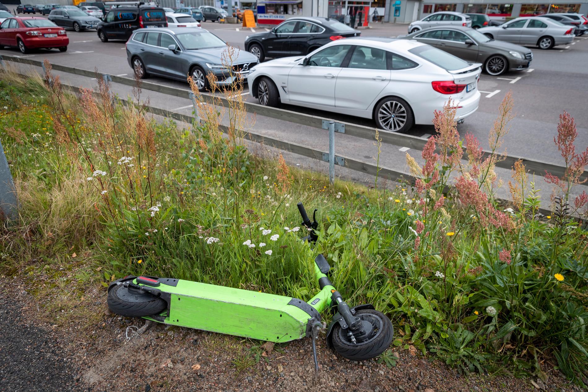 Under förra helgen översvämmades Växjö centrum av elsparkcyklar.