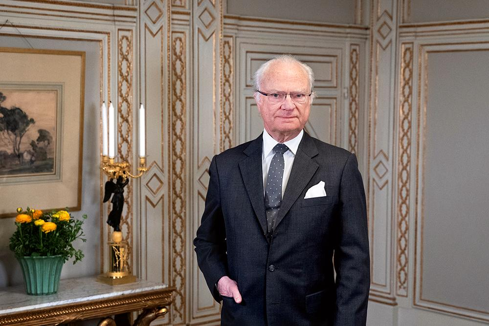 Kungen har ingen politisk makt. Istället ska han vara en samlande symbol för Sverige.
