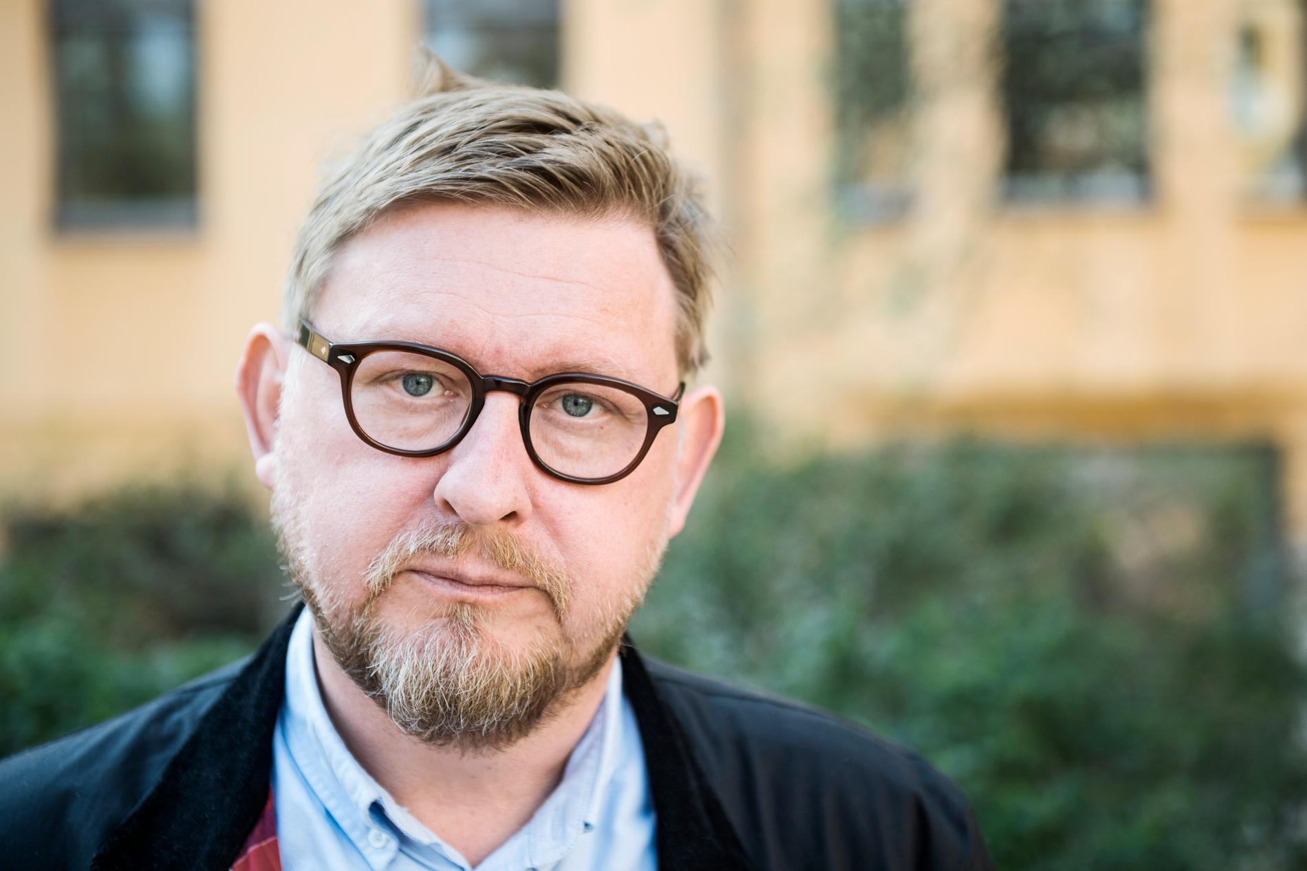 Fredrik Virtanens nya bok kritiserar drevet och anklagelserna om våldtäkt som fick honom att sluta på Aftonbladet.