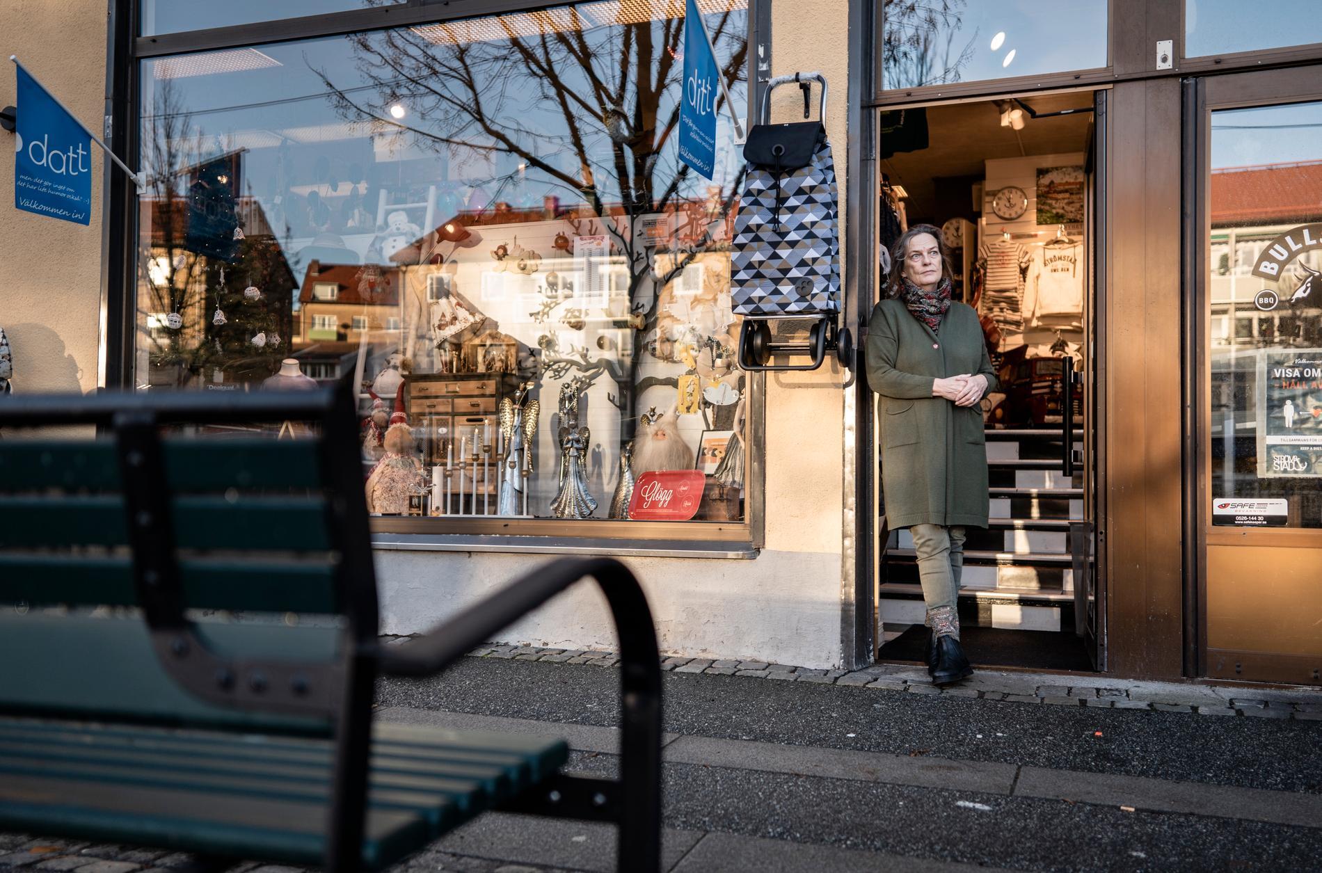 Heidi Caroline Nyström har under förmiddagen redan haft några kunder som varit förbi och handlat. Hon berättar att många Strömstadsbor stöttar de lokala handlarna.