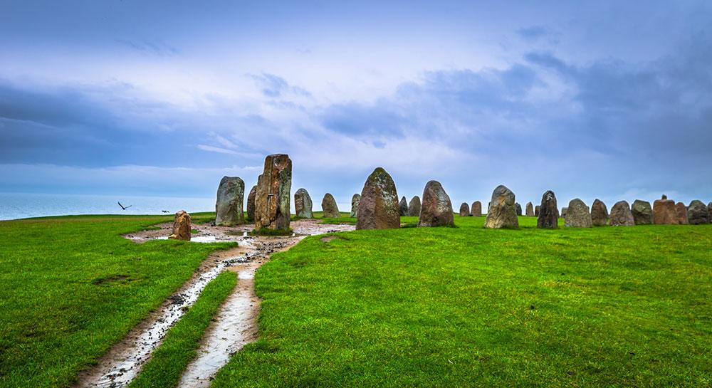 Ales Stenar i Skåne är Sveriges motsavrighet till Stonehenge.