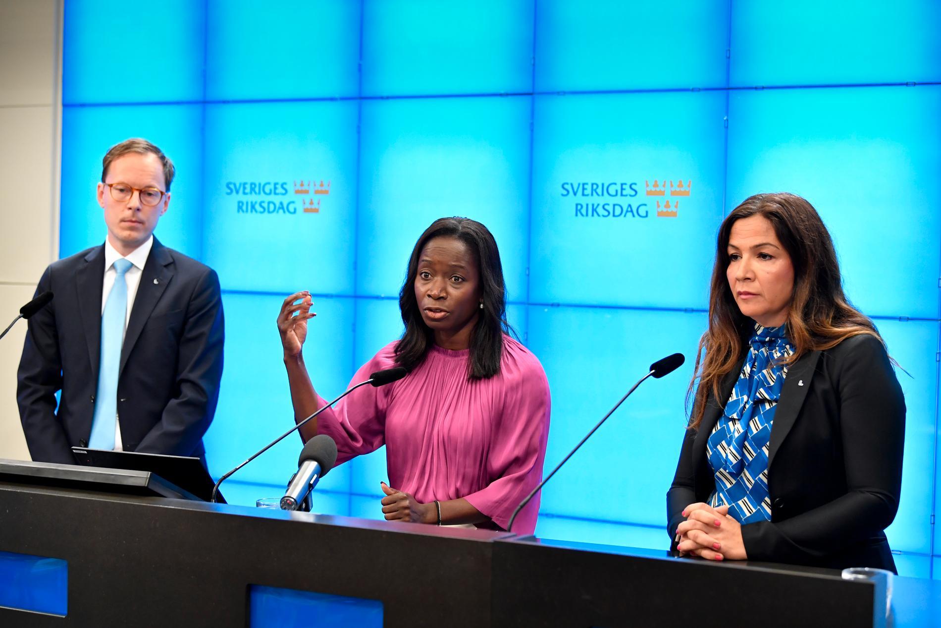 Liberalernas ekonomisk-politiske talesperson Mats Persson, partiledare Nyamko Sabuni och Gulan Avci – som nu hoppar av som arbetsmarknadspolitisk talesperson.