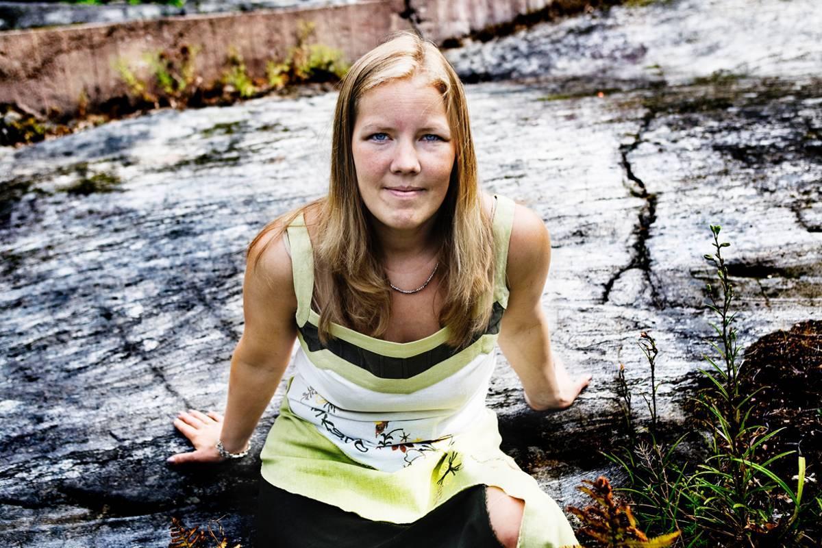 PENGAR TILL PAPPOR KD:s gruppledare Emma Henriksson vill ändra på reglerna kring barnbidraget så att det fördelas lika mellan barnets föräldrar. Något annat är omodernt, menar hon.