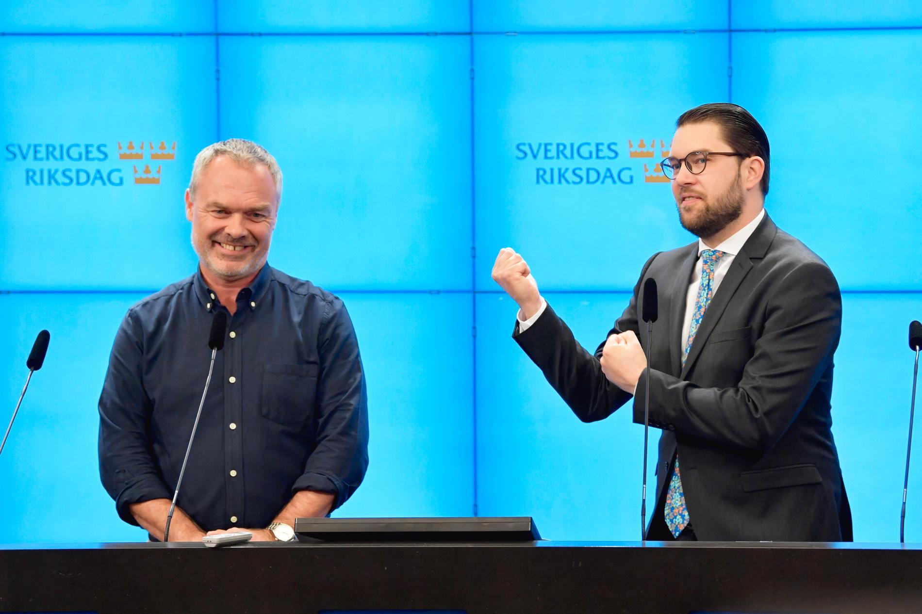 Liberalernas partiledare Jan Björklund (L) och Sverigedemokraternas partiledare Jimmie Åkesson (SD) håller en gemensam pressträff i riksdagens presscenter.