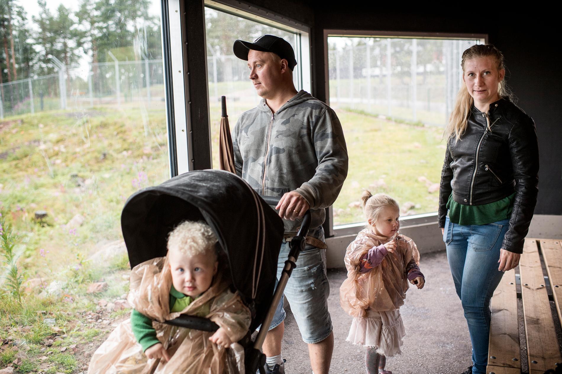 Christian och Elsa Engblom med barnen Knut och Elsa.