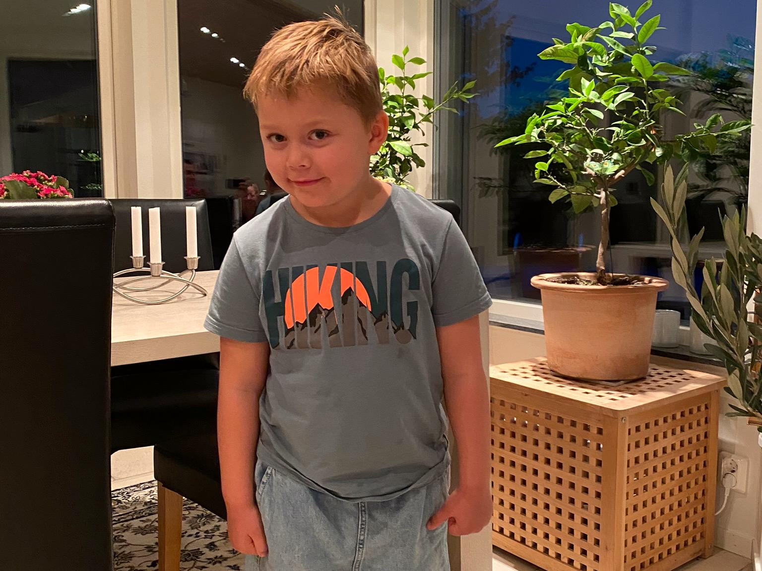 Victor, 4, lider av PKU, en sjukdom som påverkar ämnesomsättningen.