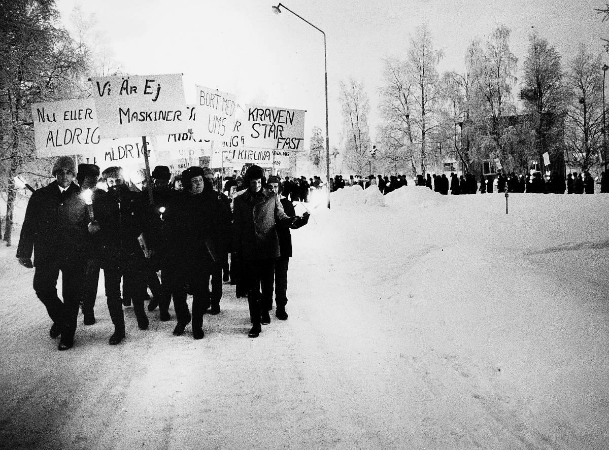 """I dag för 44 år sedan Lagom till årsdagen för den stora gruvstrejken i Kiruna kommer boken """"Strejkkonsten"""". """"Ett imponerande folkbildningsprojekt"""", skriver Joar Tiberg."""