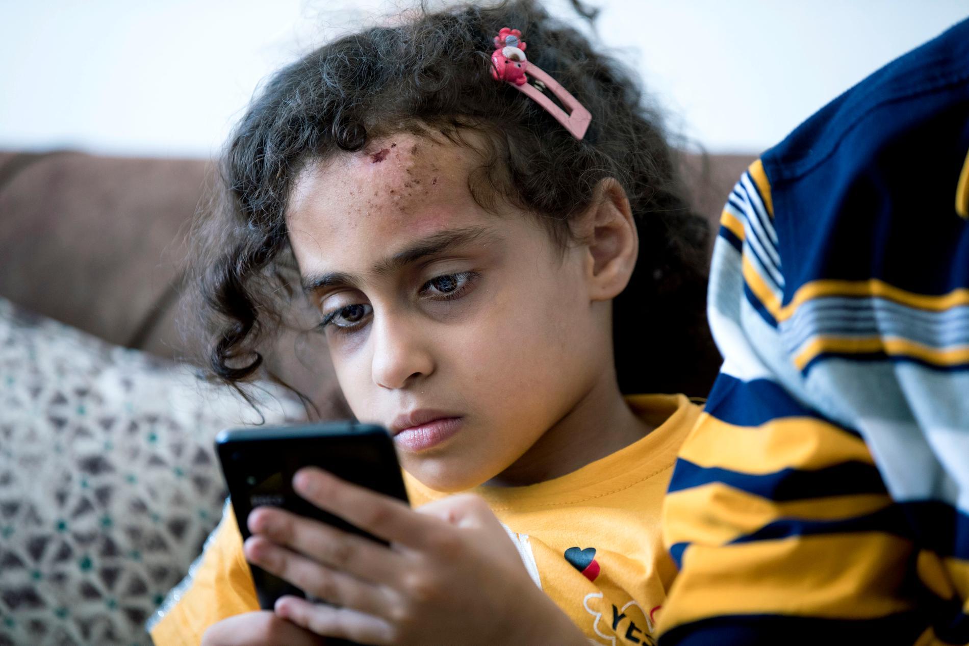 Souzey Eshkanta, 7, var begravd i rasmassor i sju timmar efter att Israel bombat lägenhetsbyggnaden där hon och hennes familj befann sig. Runt omkring henne låg hennes mamma och syskon döda.