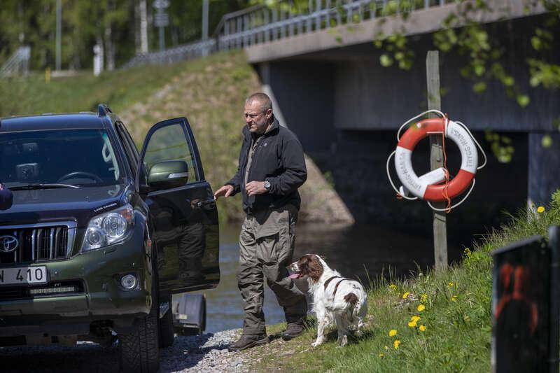Polisens hund har markerat för doften av en död människa.