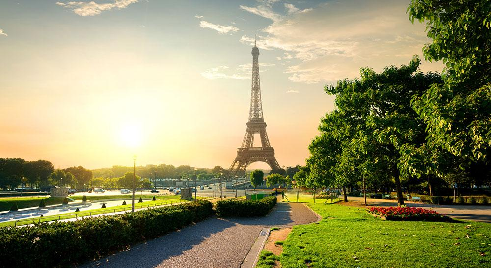 Under maratonloppet La grande classique får löparna uppleva både Eiffeltornet och Versaille.