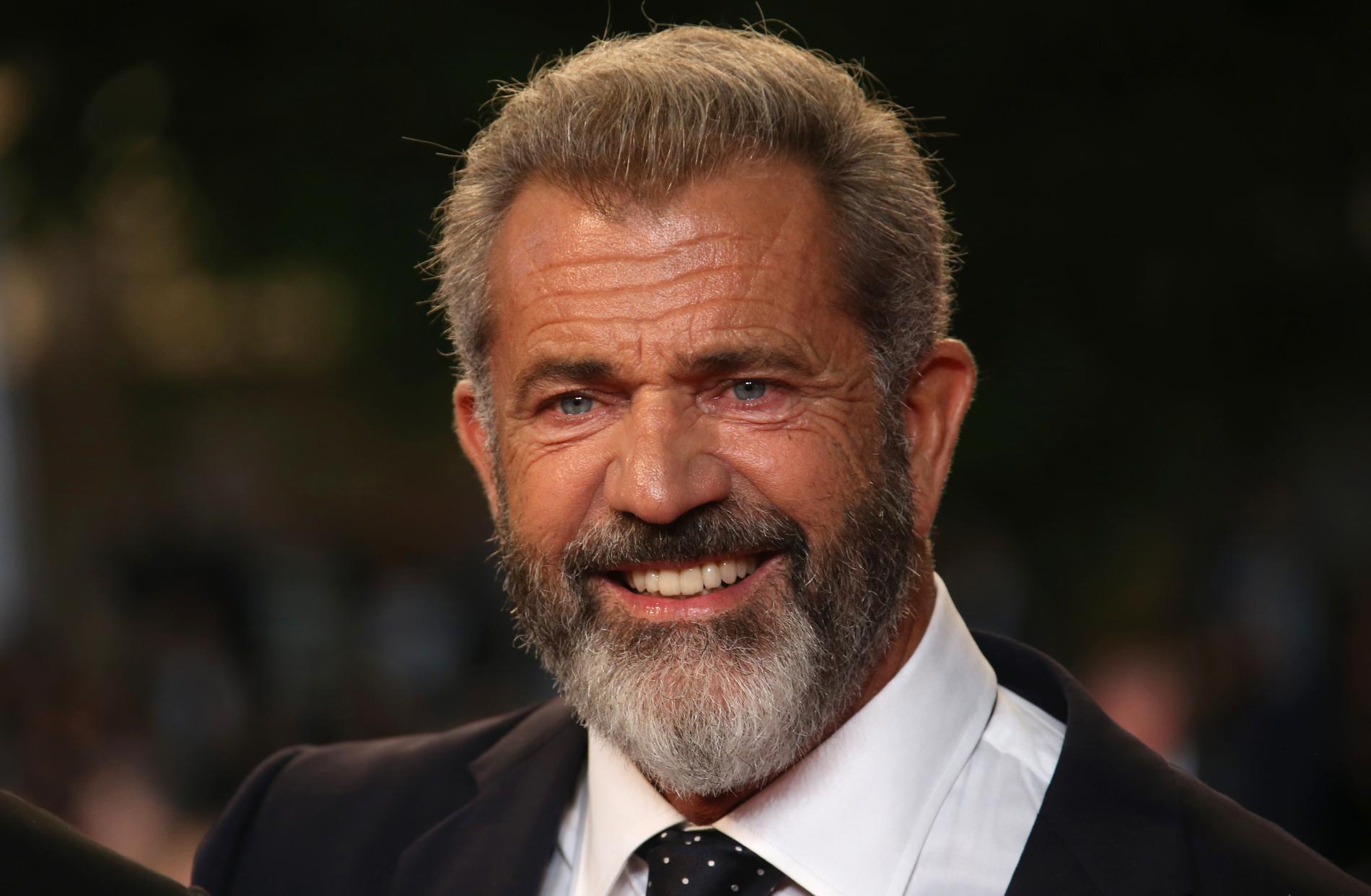 Slottet passar inte längre småbarnspappan Mel Gibson, 61.