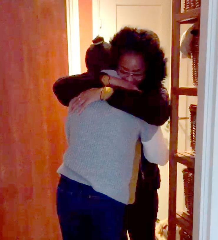 Mars 2019. Selma kramar storasyster Selam efter att ha återvänt från Italien.