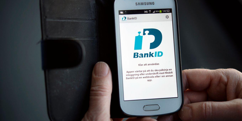 Bedragarna frågar om lösenordet till ens Bank-id.