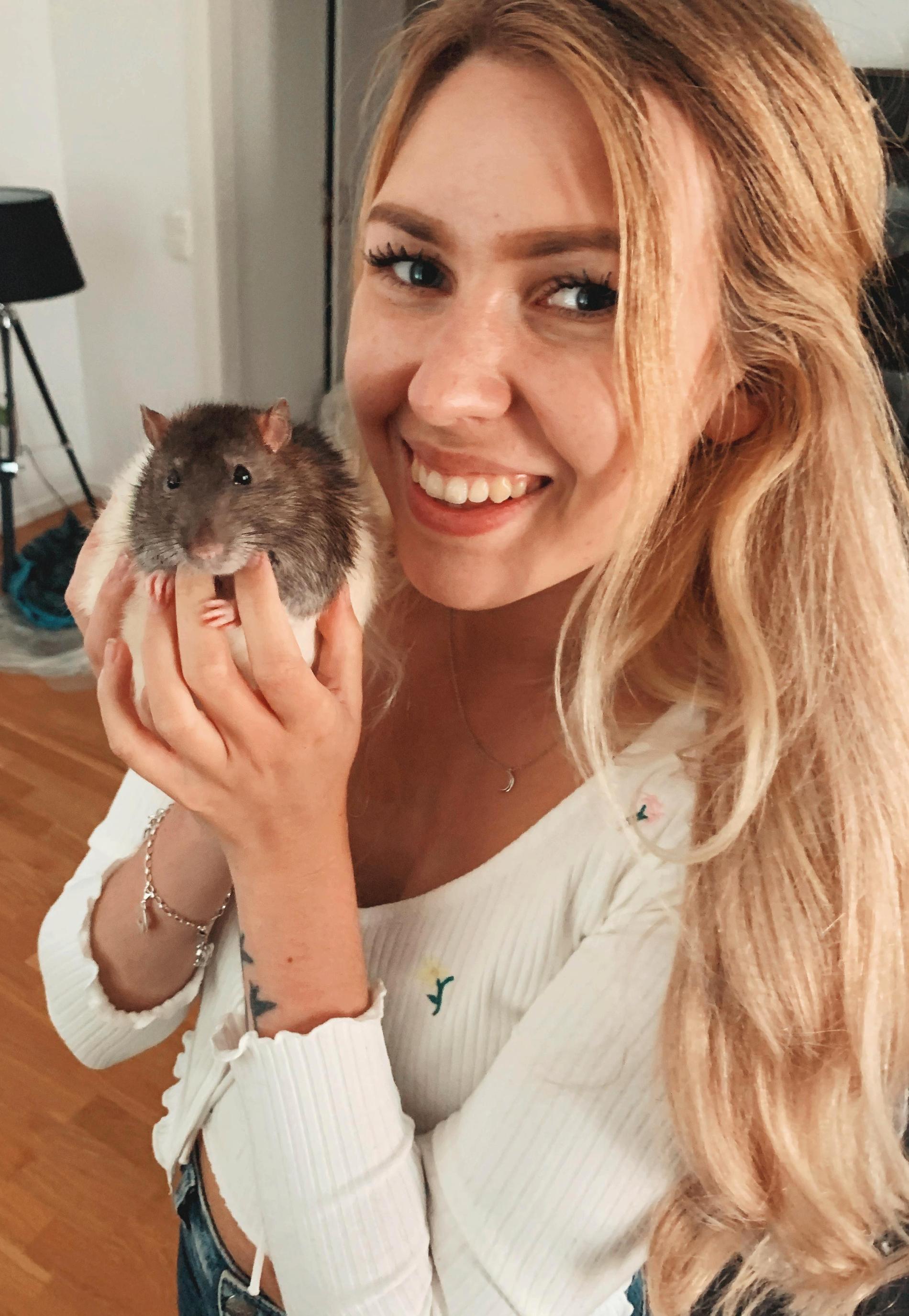 Josefine och råttan Hector.