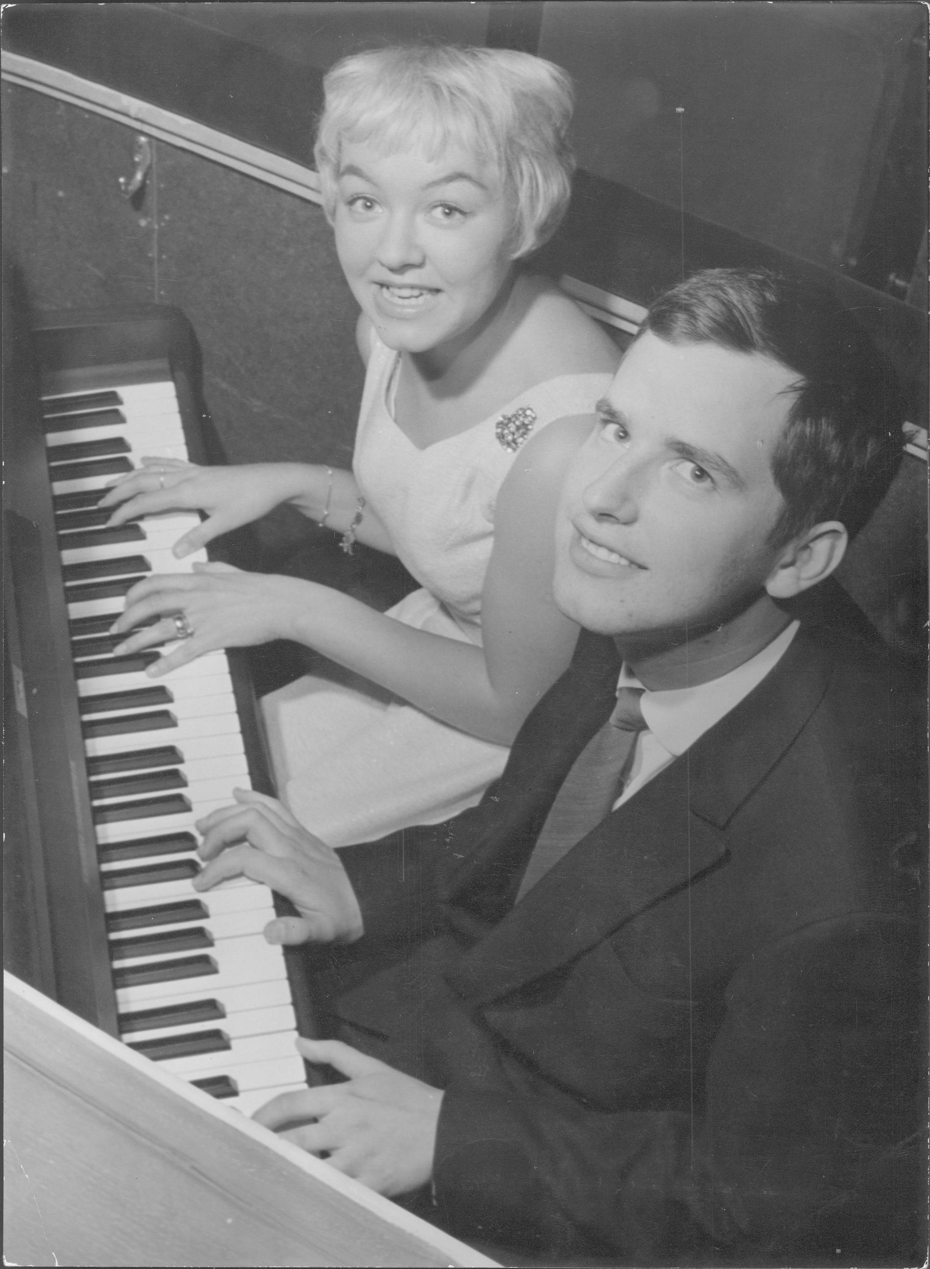 Monica och Carl-Axel Dominique spelar dubbelpiano 1962.