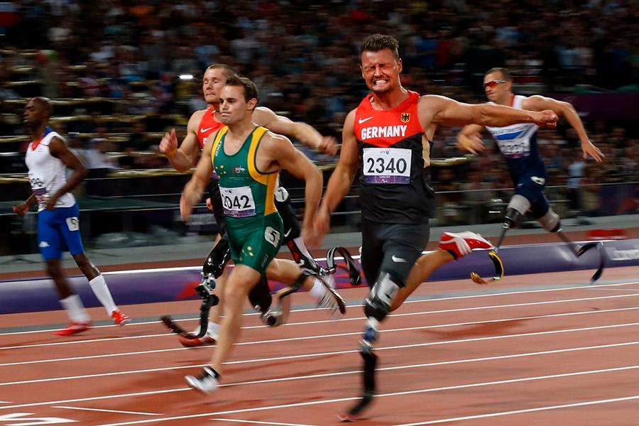 Heinrich Popow vinner 100-metersfinalen i Paralympics 2012.