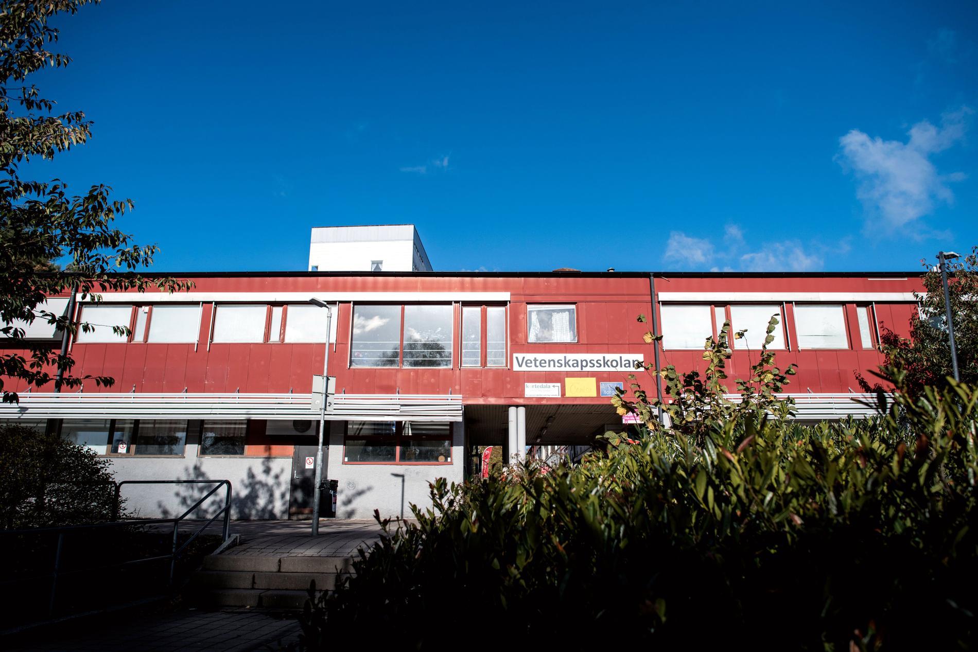 Vetenskapsskolan, som även drevs under namnet Safirskolan, fick lägga ner 2019 efter att ha mist tillståndet.