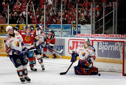 """stekheta hemma Mora är obesegrat på hemmais efter tre omgångar. """"Vi har en stolthet att försvara, ett rykte"""", säger målvakten Juha Pitkämäki."""