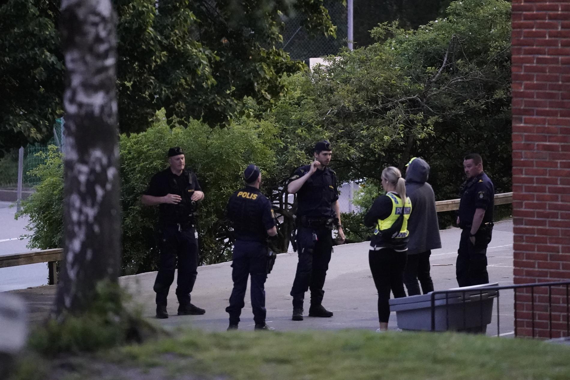 En förundersökning om försök till mord har inletts efter att en man hittats skottskadad i Göteborg.