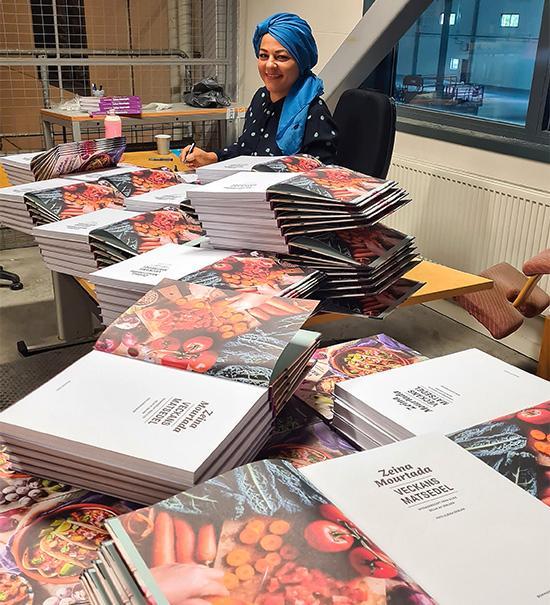 Efter fyra dagar har populära Zeina Mourtada signerat tio lastpallar böcker och förbrukat 35 pennor.