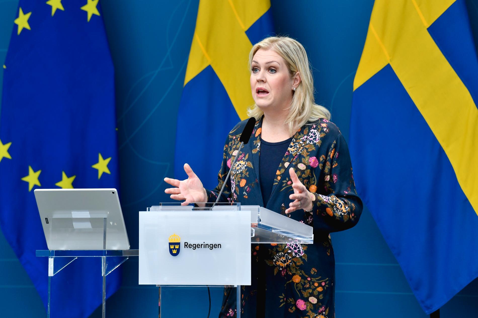 Socialminister Lena Hallengren (S) under dagens pressträff.