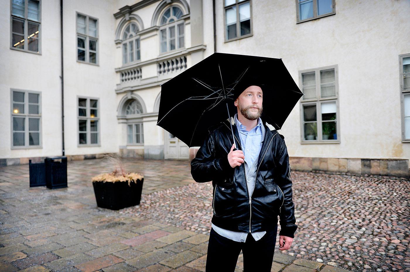 TRÄNGD I RÄTTEN? Mange Schmidt fick under dagen ställa sig inför skranket i Svea Hovrätt med anledning av sin utomhuskissning förra året.