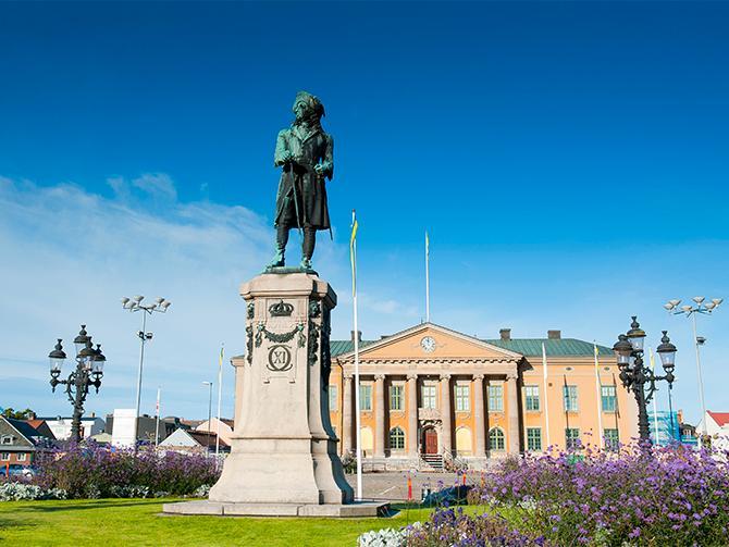 Det finns mycket att upptäcka i Karlskrona, staden är ett levande världsarv från olika tidsepoker.