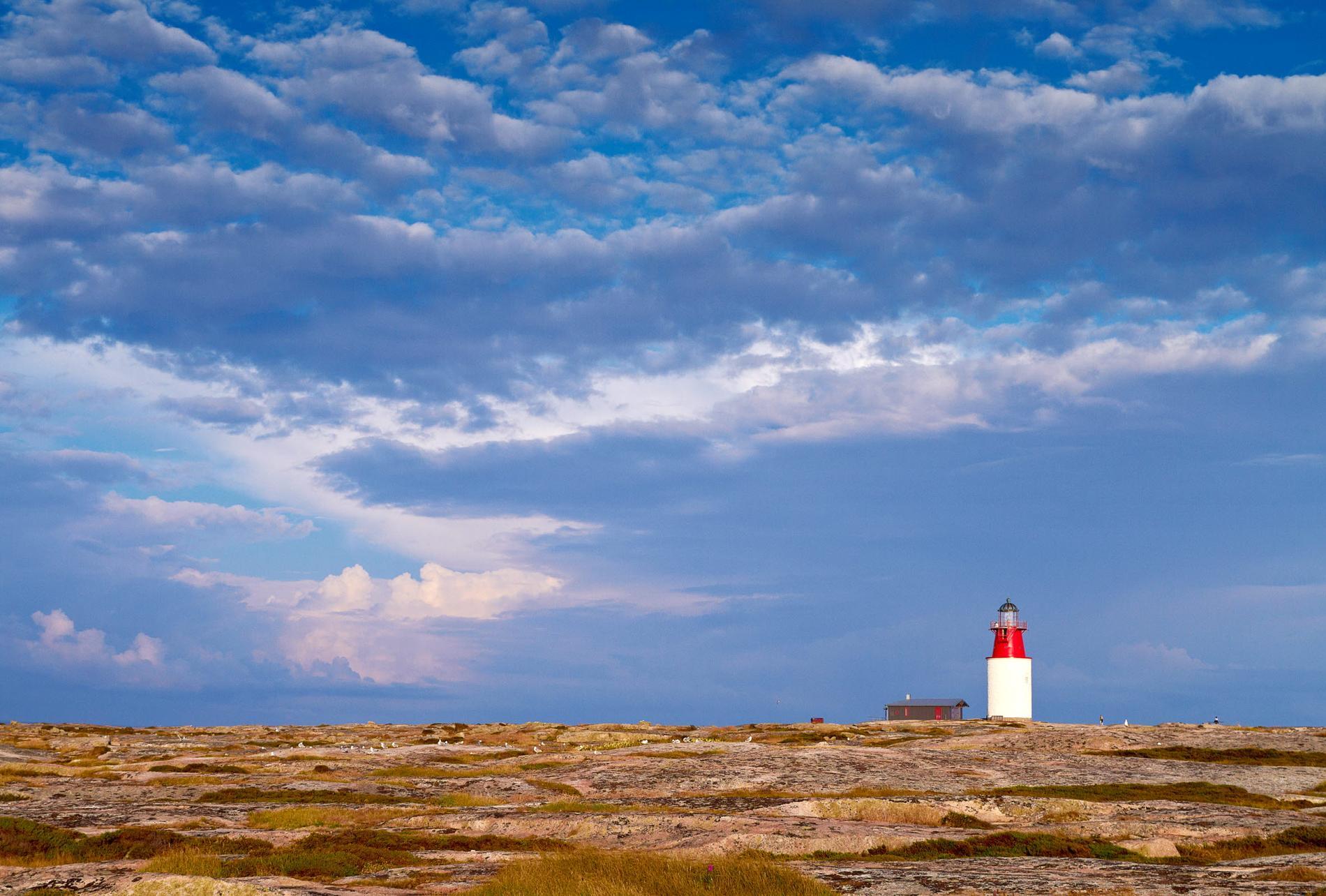 På Hållö finns Bohusläns äldsta fyrtorn.