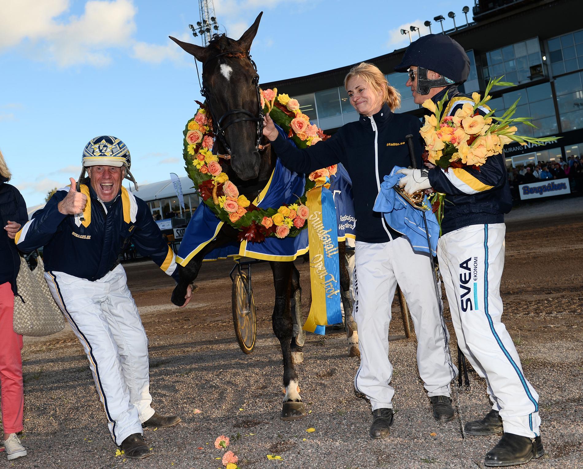 """Bilder vi vant oss vid. Stefan """"Tarzan"""" Melander i vinnarcirkeln tillsammans med Nuncio. Här efter segern i Sundsvall Open Trot 2016."""