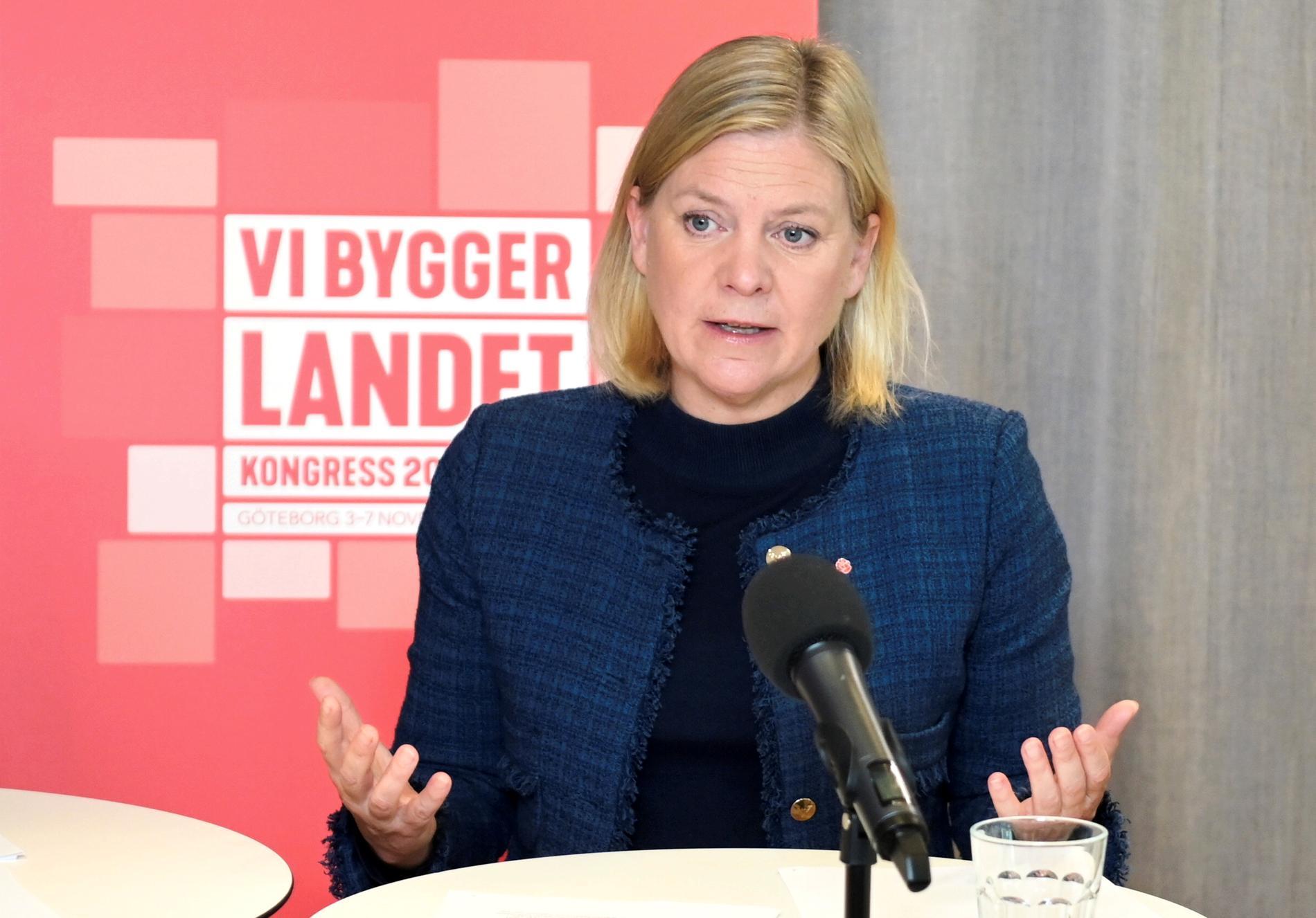 Finansminister Magdalena Andersson (S) går försiktigt fram om skatter i handlingarna till höstens partikongress.