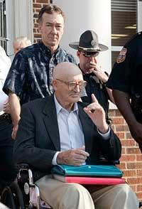Ku Klux Klan-ledaren Edgar Ray Killen, som stått inför rätta för mord på tre medborgarrättskämpar för 41 år sedan, fälldes på tisdagen för dråp av alla tre.