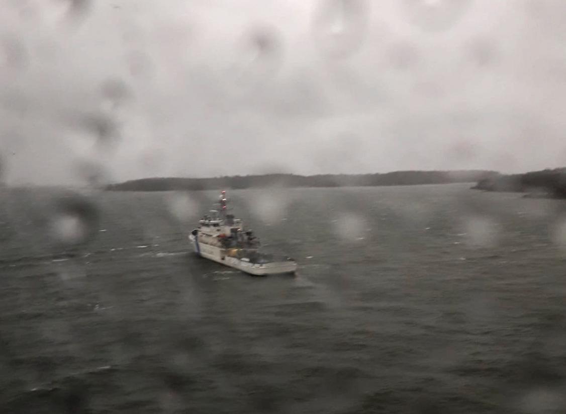 Finska kustbevakningen på plats vid grundstötta Viking Grace