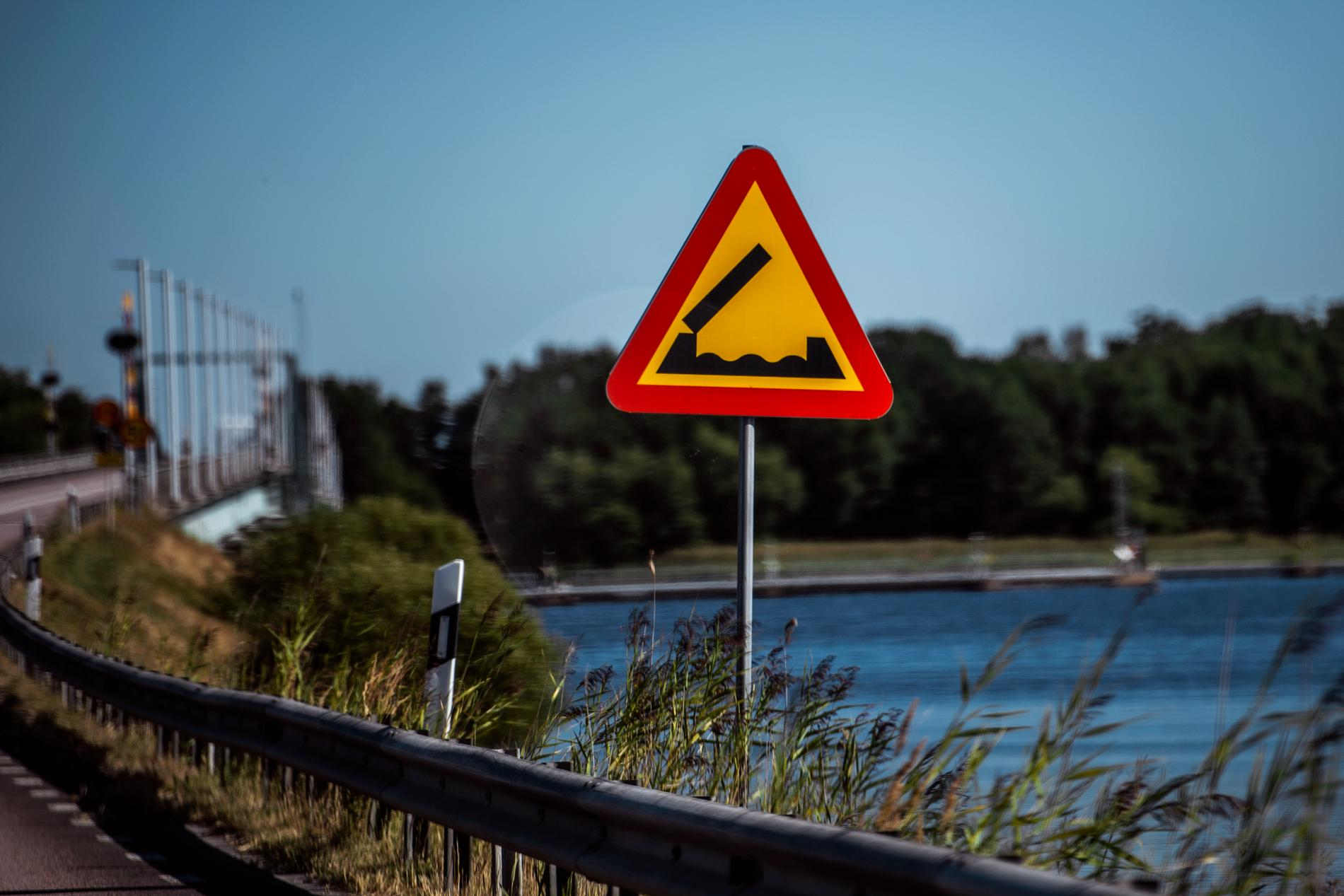 Varning för broöppning.