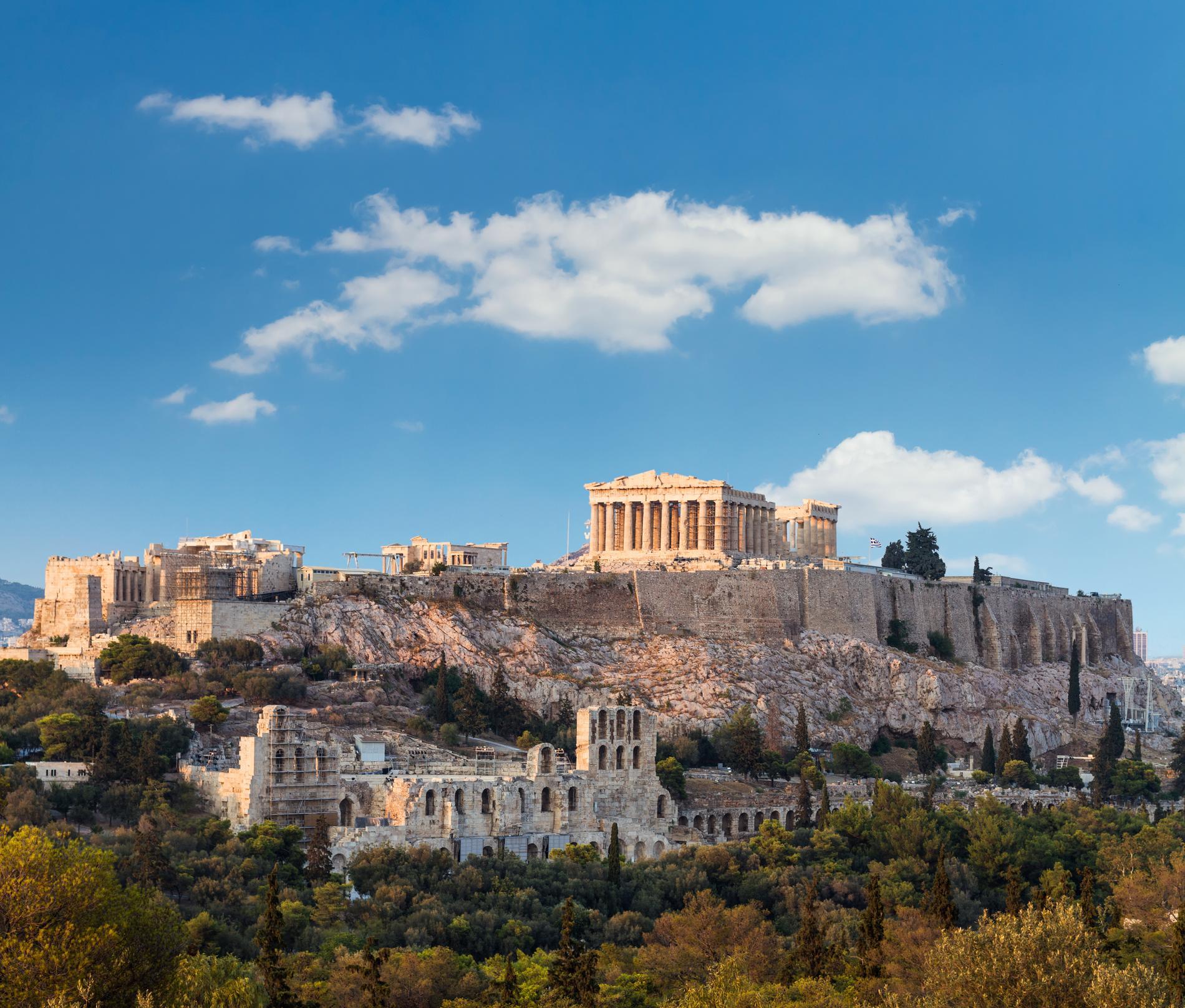 Högt över Aten står Akropolis på sin klippa.