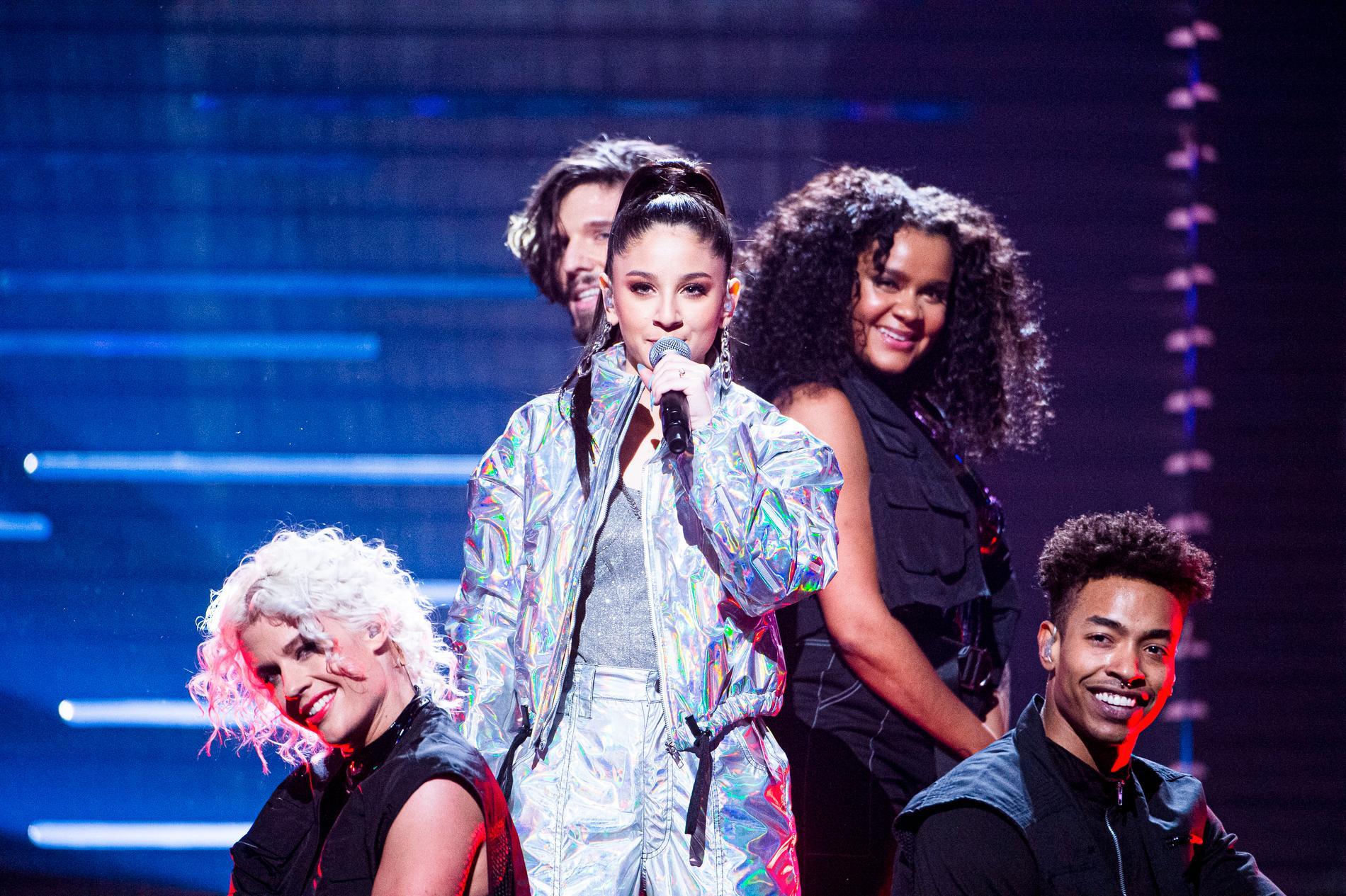 """Suzi P tävlade med låten """"Moves"""""""