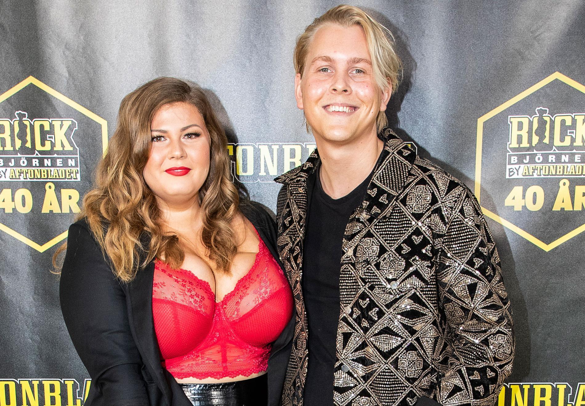 Emil Assergård tillsammans med flickvännen Linda-Marie Nilsson på Rockbjörnen-galan 2019